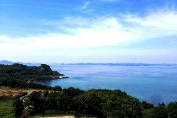The stunning coastline of Teshima