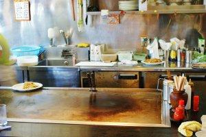 Le grill sur lequel on fait cuire les Okonomiyaki
