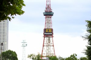 Sapporo TV Tower yang berada di kawasan Taman Odori