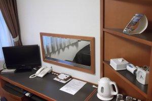 Mon bureau et télévision.