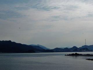 Au loin, les îles ont une apparence presque mystique