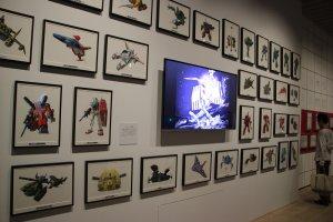 Отрывки из серий и различные модели космических кораблей и персонажей в цветном исполнении