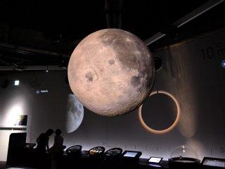 月球和其他星星和星球浮在銀河
