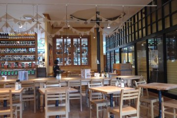 <p>This place is perfect for spending quality time with family and friends over a meal.</p>