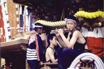 เทศกาลดันจิริที่เมืองคิชิวะดะและเมืองฮะรุกิ