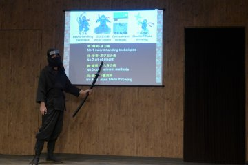 <p>The slides use have English on them, while the instructor will also elaborate in Japanese.</p>