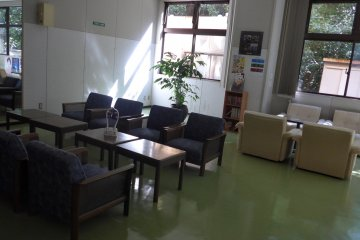 <p>There is also a relaxation room near the baths.&nbsp;</p>