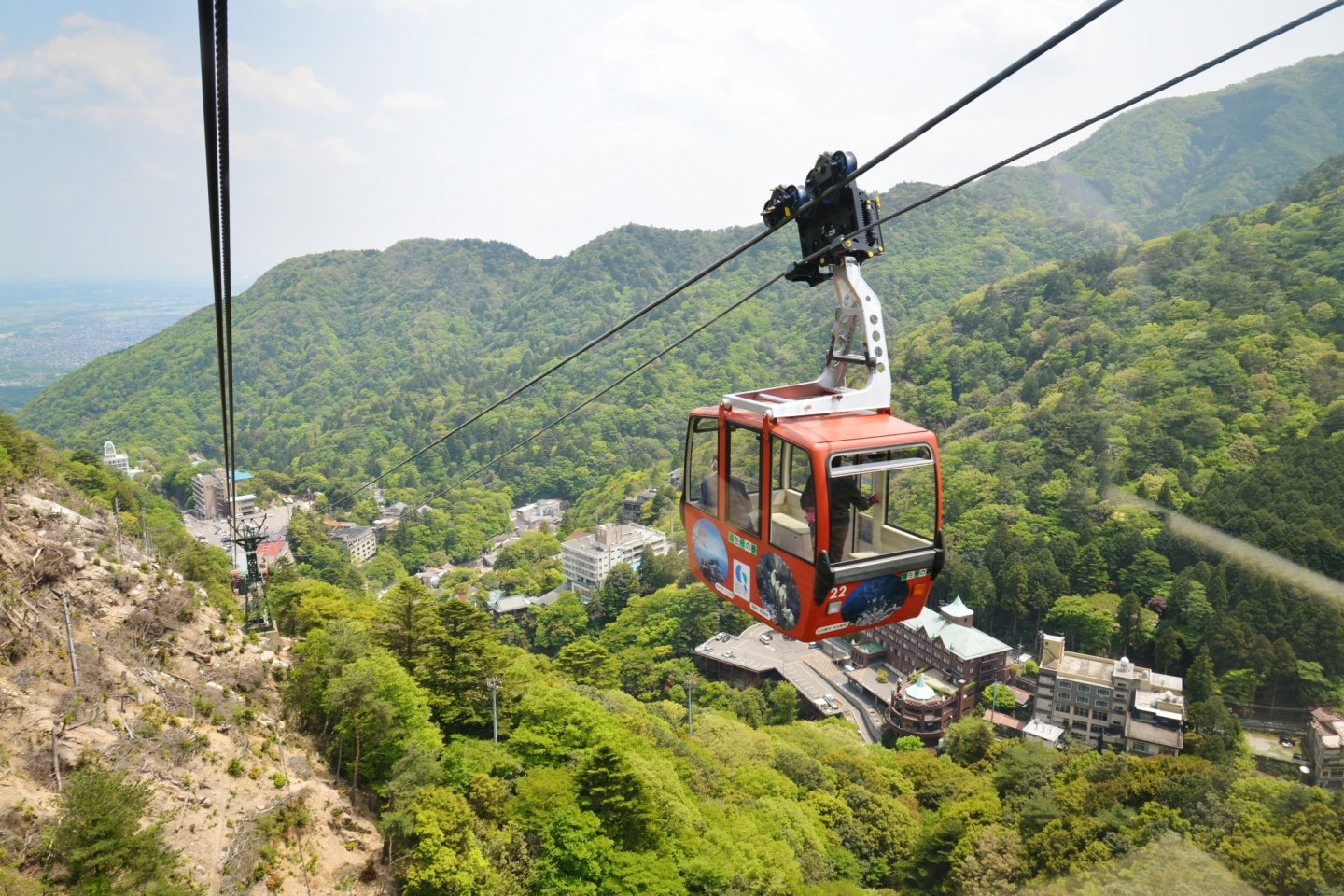 A ride on the Gozaisho Ropeway gives you amazing views of the mountainous surroundings.