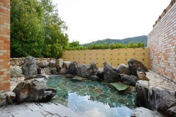 <p>Admire the scenery around you in the outdoor bath.&nbsp;</p>