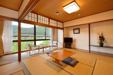 <p>You can choose a Japanese style room too.&nbsp;</p>