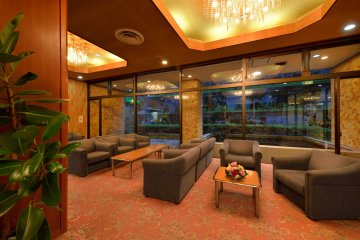 <p>The lobby&#39;s decor also adds to the relaxing environment.&nbsp;</p>