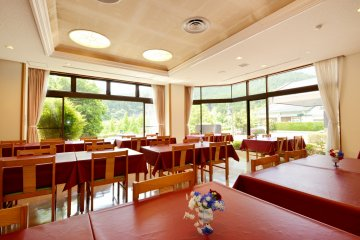 <p>The restaurant provides a good view of the green surroundings in the daytime.&nbsp;</p>
