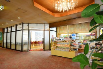 <p>Get some snacks and beauty products from the gift shop in the lobby.&nbsp;</p>
