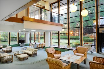 <p>The lounge area is big for groups to gather and just relax.</p>
