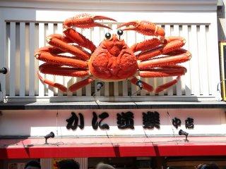 Знаменитый краб японской кухни Кани Дораку. Есть почти в каждом японском городе