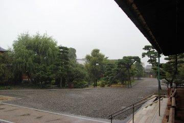 <p>Японский сад - вид с площадки</p>