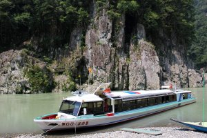 Perahu Jet dari Kota Hilir Kumano