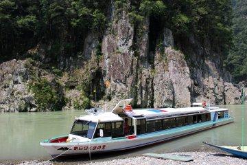 <p>The jet boat from Kumano City downstream</p>