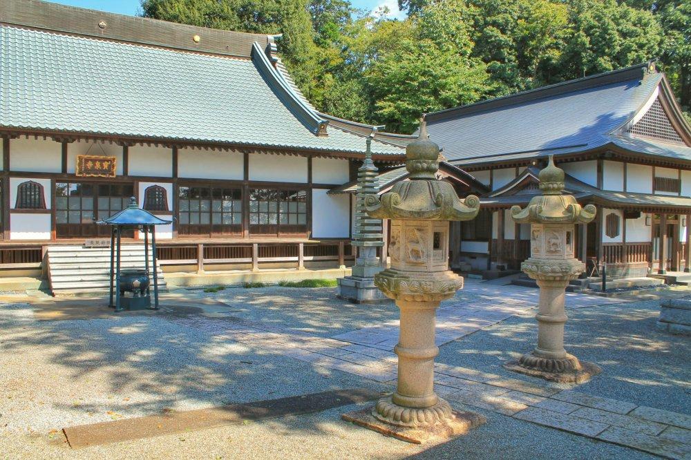 Hosen-ji adalah kuil kecil yang layak dikunjungi