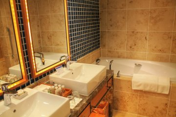 <p>Your bathroom if you stay on the Grand Executive Floor</p>