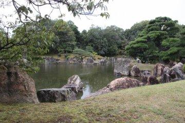 <p>Пруд в японском саду</p>