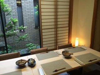 レストランの創作料理風川音(Fusenon)の個室で食事。