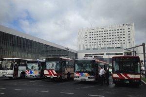 Tempat bus parkir, di sini Anda bisa menaiki bus ke Daisetsuzan National Park & Asahidake.