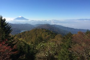 Enjoy the view of Mt. Fuji from Mt. Daibosatsu.