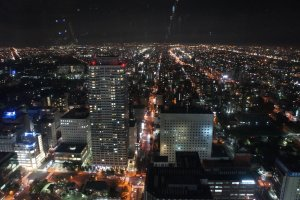 Pemandangan malam dari observation deck JR Tower