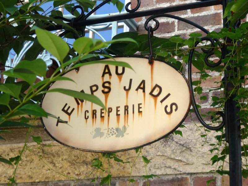 <p>Faded letters on the restaurant&#39;s sign lend an air of charm</p>