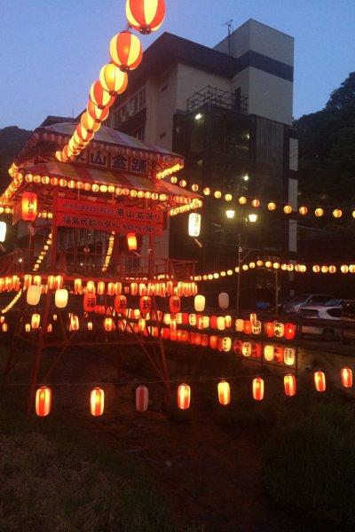 Higashiyama terlihat di malam hari