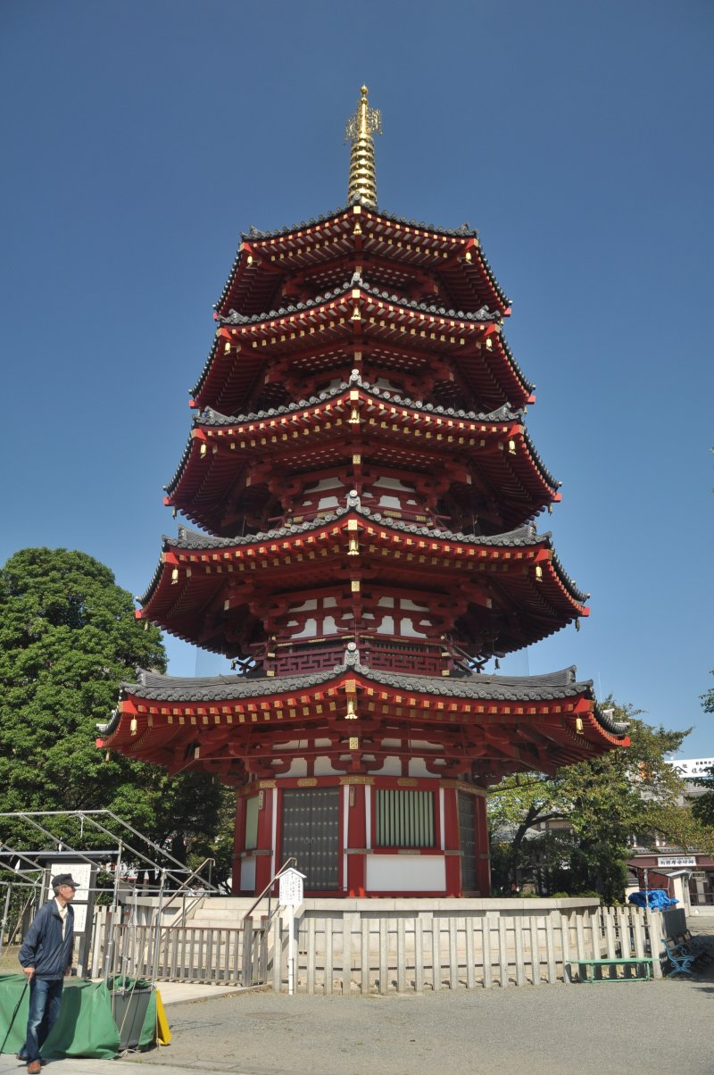 <p>An imposing pagoda amid other majestic buildings</p>