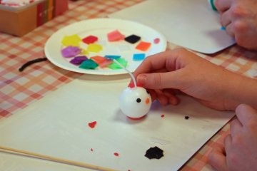 <p>A Hello Kitty! candle takes shape</p>