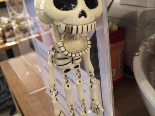 Еще один скелет у прилавка