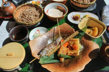 <p>Lunch with grilled fish and noodles</p>