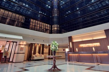 <p>The luxurious lobby welcomes you</p>
