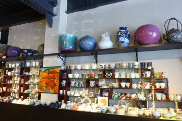 <p>The Arita Gallery exhibits all kinds of ceramics</p>
