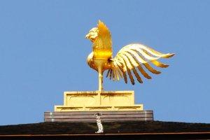 Phoenix atop the pavilion
