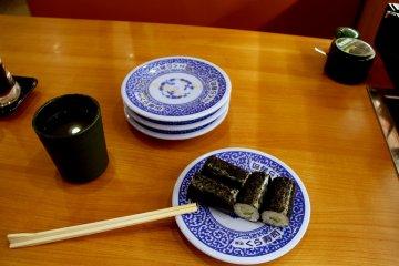 <p>Four sushi rolls for &yen;100</p>