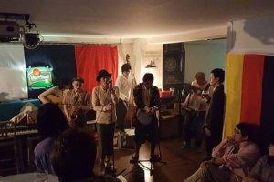 Tidak hanya tarian yang enerjik, namun juga musik Jazz malam yang menenangkan, sekumpulan orang asing, dan juga para performance menyebut Ceskoya sebagai Rumah mereka