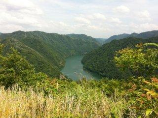 Khung cảnh khi nhìn từ đỉnh núi ở khu cắm trại Nishiyama