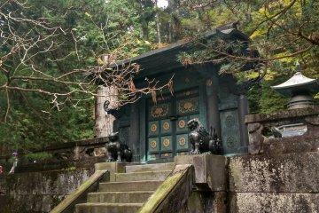 <p>The grave of Tokugawa in Nikko</p>
