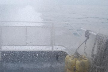 Rough sea is no problem for the jet foil boat