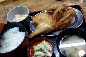 Dengan harga 1,000 Yen inilah penampilan Golden Crispy Fried Chicken Naruto.