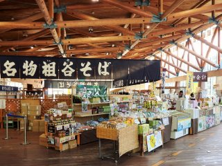 If you are driving to the bridge, park in the Kazurabashi Yume-butai Parking lot. It is beside this large souvenir shop full of locally-made products.