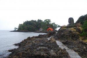 Scenic Yajima-Kyojima makes a nice backdrop for a tarai-bune adventure