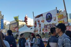 일본 각 지역과 세계 맥주를 파는 각 부스