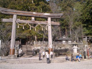 Main entrance of Chusha Shrine.