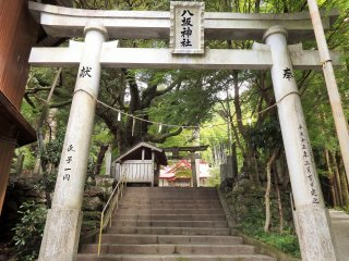 Entrance to the grounds is ¥200 for adults, ¥100 for children.
