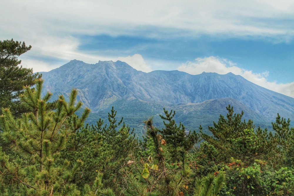 Une vue incroyable sur le volcan Sakurajima depuis la plateforme d'observation
